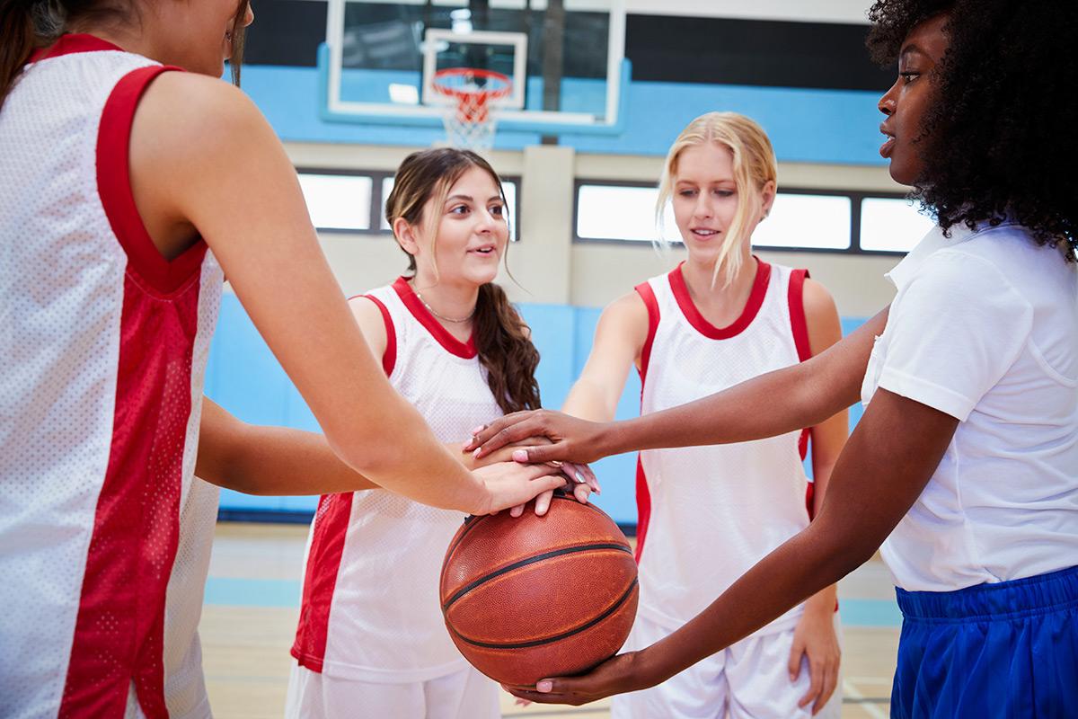 female-high-school-basketball-players-joining-YEZJAH6